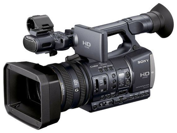 Существуют бесспорно видеокамеры которые пишут на мини кассеты есть и